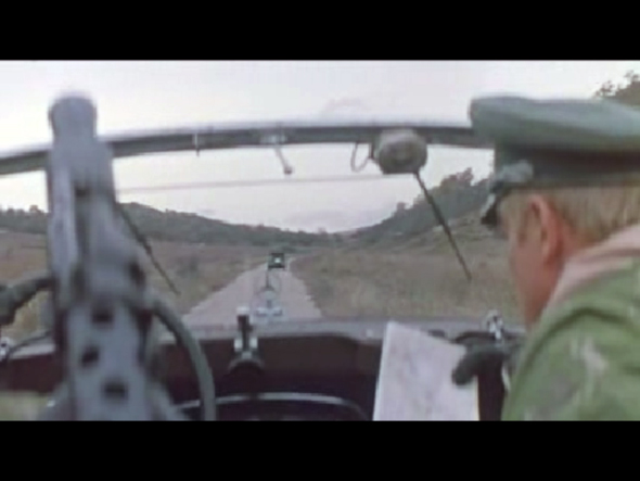 Логотип Мерседес, Mercedes-Benz в фильме Мерседес уходит от погони