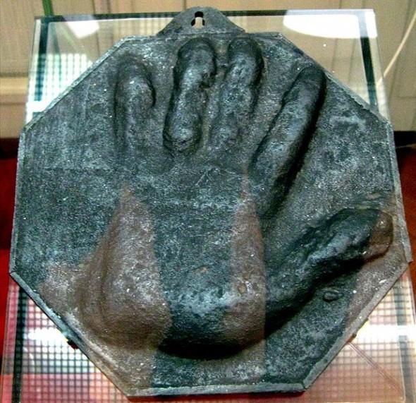 Слепок руки Петра Певрого